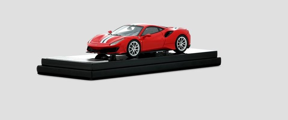 Ferrari 488 Pista  skala 1:43   cena 370 £ (ok. 1860 pln)