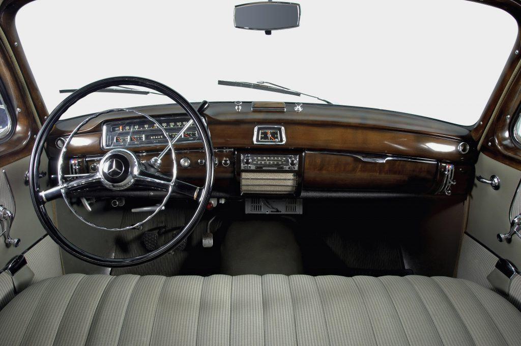 "Mercedes-Benz 220 S ""Ponton""  (W 180) rok 1954 fot. archiwum Mercedes-Benz"