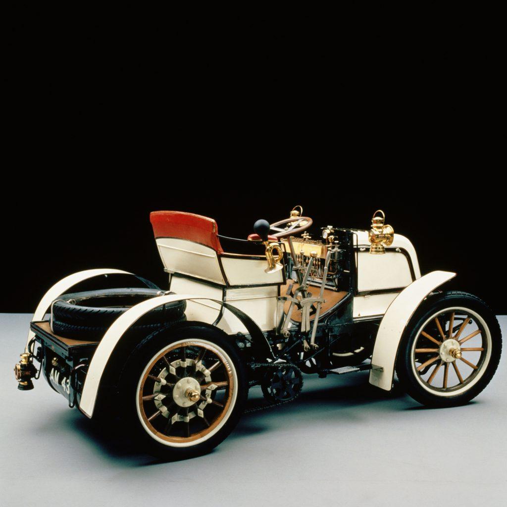 "Daimler 8 KM ""Phoenix"" Phaeton rok 1898 fot. archiwum Mercedes-Benz"