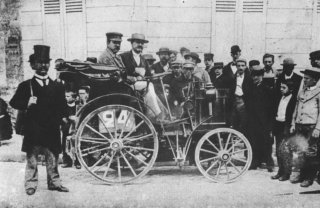 pierwszy samochód z kierownicą  pierwszy na świecie wyścig (z Paryża do Rouen) 22 lipca 1894 roku fot. archiwum Mercedes-Benz