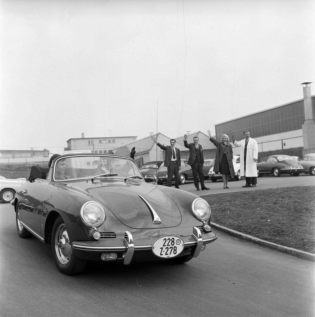 klient odbierający Porsche 356 B (1962 rok) fot. archiwum Porsche