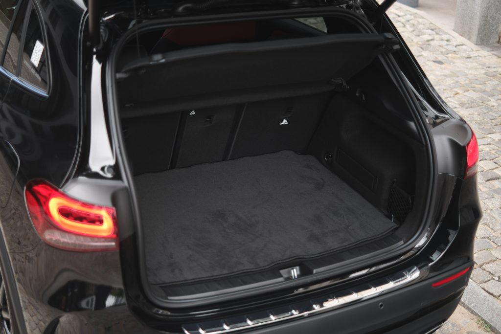 Mercedes-Benz GLA trunk