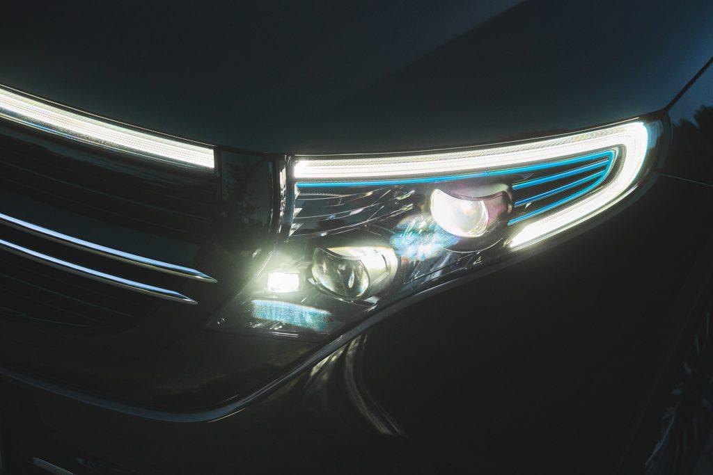 światła Mercedes-Benz EQC
